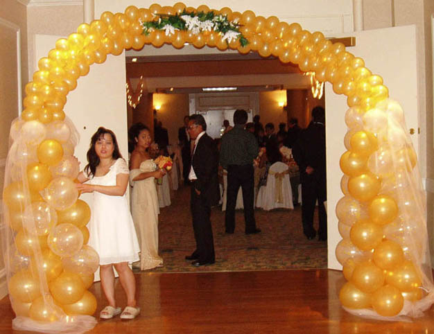 {Golden arch for entrance door}